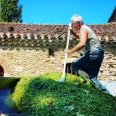 | A L'ASSAUT ⛰  . Après le Chardonnay, la Folle Blanche la semaine dernière, l'Ugni blanc en début de semaine, c'est au tour du Baco d'être vendangé! Tout se passe au mieux. Stay tuned 🙌🏻 . After the Chardonnay and Folle Blanche last week, l'Ugni Blanc earlier this week, we now harvest the  Baco! Everything is going very smooth! Affaire à suivre 😉 • #vendanges #baco #armagnac #laballe #ugniblanc #folle #folleblanche #blanche #harvest #2020 #work #basarmagnac #armagnacisback #armagnacisbacklaballe