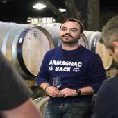 Welcome Brice !  Parmi les nouveaux visages de Laballe, nous vous présentons Brice.  Distillateur et Maître de Chai en herbe - comme il se définit - il sera aussi présent pour vous guider lors des visites et dégustations et pourra vous accueillir à la Boutique.  Il entre dans la famille Laballe à l'heure où de jolis projets y voient le jour.   Say Hello to Brice & Stay Connected 😉   📷 @bennie.std   #chateaulaballe #armagnacisback #armagnac #armagnaclaballe #laballe #eaudevie #resistance #exode #moments #ugniblanc #baco #folle #spirits #parleboscq #wine #winelovers #gascogne #gascon #vigne #vine #vineyard #history #story #leslandes #landes #basarmagnac #spring