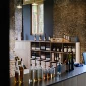 BOUTIQUE LABALLE  Bienvenue à la Boutique ! Cela va totalement révolutionner l'expérience au Château Laballe.   En effet, nous vous accueillons maintenant dans une magnifique boutique à l'entrée du chai, avec une vue imprenable sur l'alambic.   Vous y retrouverez notre large gamme d'Armagnac, les vins du Domaine, ainsi que les produits de la Famille Laballe dans son ensemble.   Une raison de plus de nous rendre visite, en attendant très prochainement notre salle de dégustation 🤫  📷 @bennie.std   #chateaulaballe #armagnacisback #armagnac #armagnaclaballe #laballe #eaudevie #resistance #exode #moments #ugniblanc #baco #folle #spirits #parleboscq #wine #winelovers #gascogne #gascon #vigne #vine #vineyard #history #story #leslandes #landes #basarmagnac