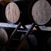   ⏰ Silence - vieillissement en cours 🥃     Les chais datent du XVIIl siècle et accueillent les fûts en chêne où vieillissent sereinement et paisiblement nos armagnacs 💤  ⁉️ Saviez-vous que l'armagnac vieillit en fût uniquement? Dés lors qu'il est mis en bouteille, son évolution s'arrête.  Il peut donc être conservé des années en bouteilles sans que les arômes soient altérés 😊  📸 @bennie.std   #chateaulaballe #armagnac #armagnaclaballe #armagnacisback #laballe #eaudevie #resistance #exode #ugniblanc #baco #folle #spirits #parleboscq #wine #winelovers #gascogne #gascon #vigne #vine #vineyard #spiritueux #leslandes #landes #capbreton #hossegor #basarmagnac #monocepage #cepage